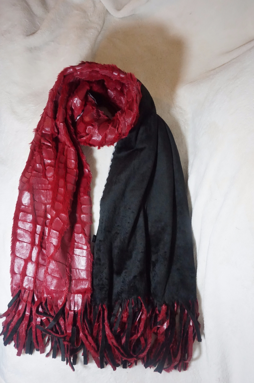 RED/BLACK REVERSIBLE SCARF